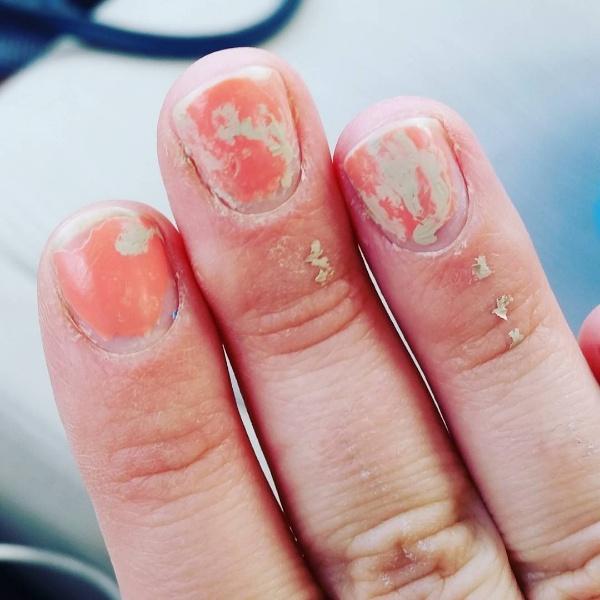 sad-manicure
